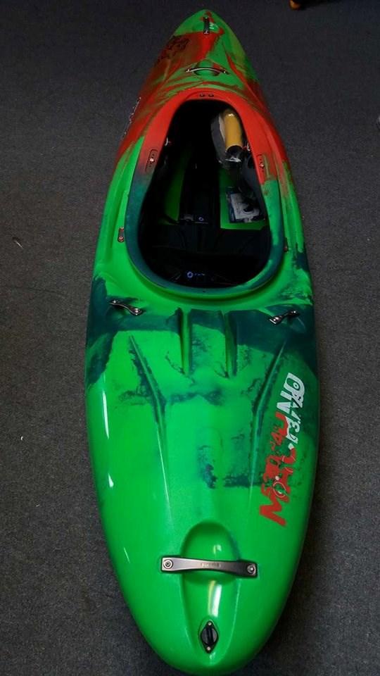 Pyranha Machno Large Custom Colours 163 1 045 00